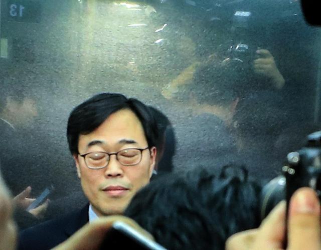 韩国金融监管首长履新两周落马