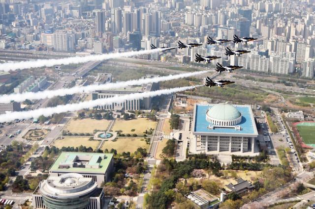 有喜欢看飞行表演的小伙伴吗? 明天国会上空有T-50表演