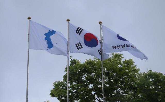 韩半岛旗徐徐升起