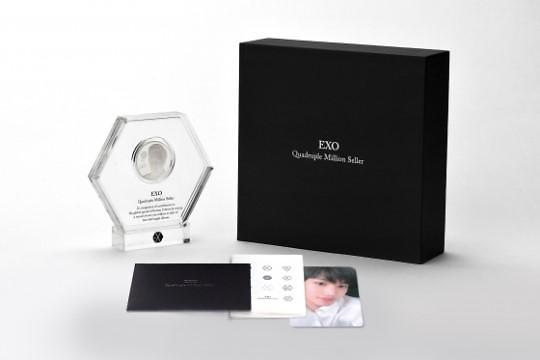 EXO官方纪念奖章特别套餐版预售首日被抢购一空