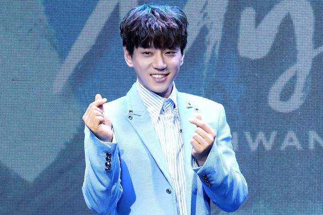 黄致列举办新专《Be Myself》发布会 主打歌将推中文版