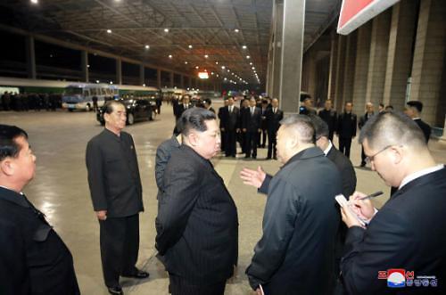 金正恩送行遇难中国游客遗体和伤员