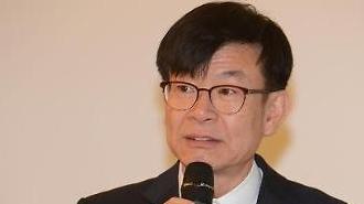 김상조 공정위원장, 현대차·현대모비스 합병 통한 지주사 전환은 공정거래법 위반