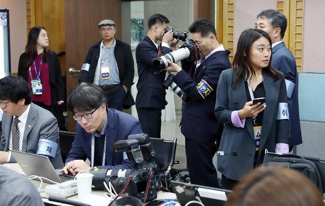 朝鲜记者镜头下的韩国记者