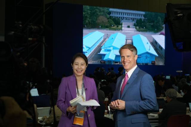 韩朝首脑会谈主新闻中心的外国记者们