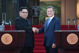 .[SUMMIT] Two Koreas agree to hold family reunions in August.