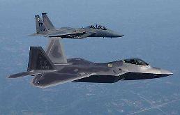""".总统未动,兵马先行?美军8架F-22""""猛禽""""战斗机抵达韩国或""""护驾"""" ."""