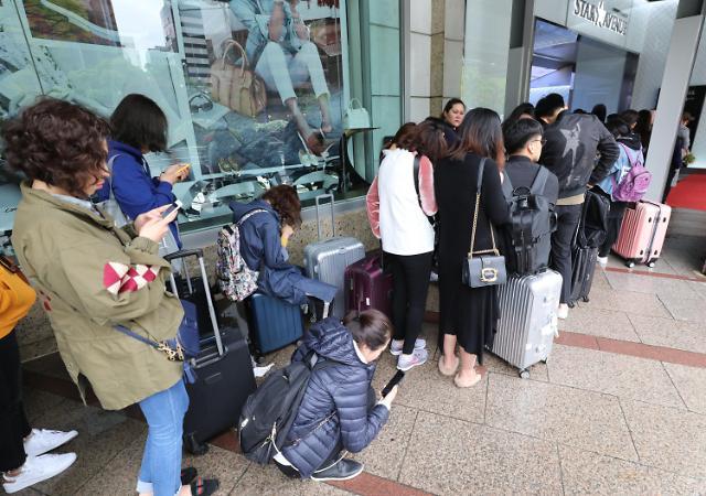 五一期间 中国自由行游客重回韩国血拼扫货