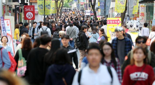 中国游客回归助服务业市场重现活力 韩就业人数首次突破1300万