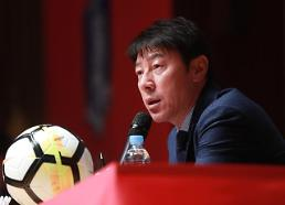 Coach says defense his major World Cup concern due to injuries: Yonhap