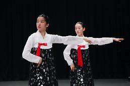 """.韩国艺术界""""北风""""劲刮 朝鲜题材人气高."""
