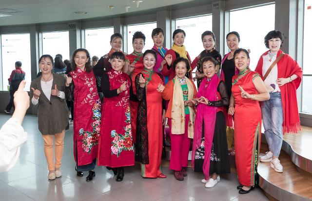 首尔南山塔上的中国旗袍秀
