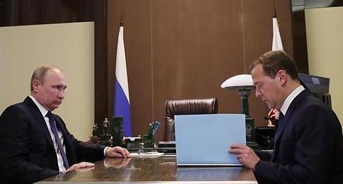 푸틴, 새정부 인사안 서명…