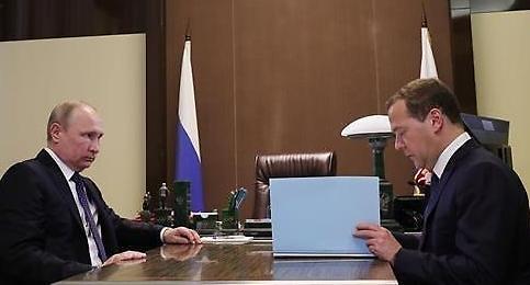 푸틴, 새정부 인사안 서명… 부총리 10명, 장관 22명