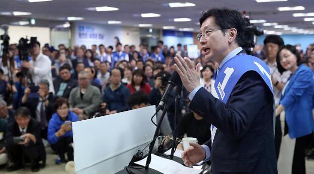 민주당, 매머드급 선대위 꾸리며 '세과시'…한국당은 '나홀로 선거'
