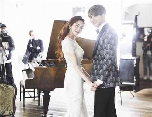咸素媛携18岁年下男丈夫联袂出演新韩综