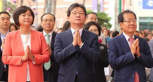 [포토] 부처님오신날, 합장하는 정당 대표들