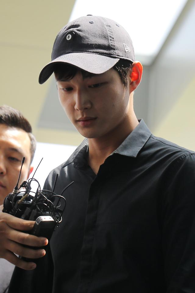 俳優イ・ソウォン、「同僚芸能人セクハラ」の疑いで検察出席