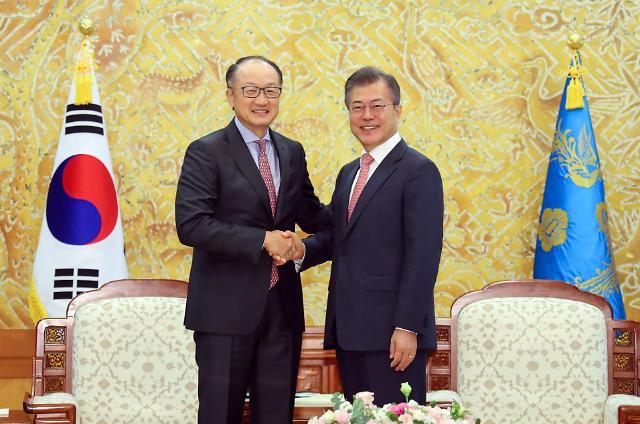 文在寅会见世行行长:韩国将积极参与非洲经济建设