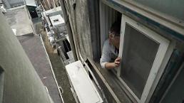 .收入的三分之一用来交房租? 近一半韩国青年对住房问题感觉有压力.