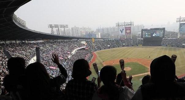 올해 프로야구, 255경기 만에 관중 300만명 돌파