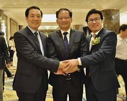 .韩中企业家在北京进行大规模交流 为活跃两国经济合作出谋划策.