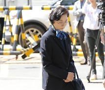 [포토] 이명희, 침통한 표정으로 경찰 출석