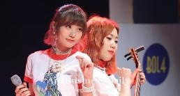.Rising female duo Bolbbalgan4 tops S. Korean music charts.