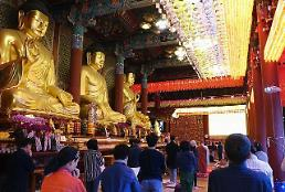 .S. Korea approves Buddhist monks trip to N. Korea for restoration of temple.