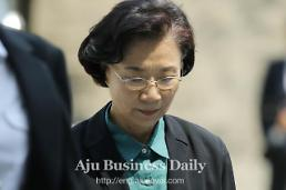 .Hanjin group chiefs wife appears in court for questioning about arrest warrant.