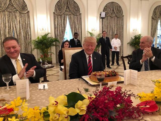 新加坡总理提前为特朗普庆祝生日