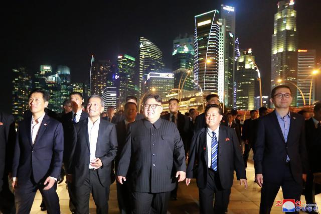 《劳动新闻》头版对金正恩夜游新加坡进行报道