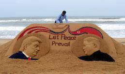 .印度艺术家制作特朗普、金正恩沙雕.