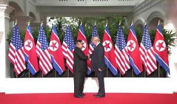 .特朗普和金正恩握手.
