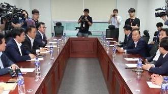 한국당 재선 모임, 김성태 중앙당 해체 방침에 의총 요구