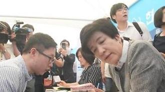 영세사업주·근로자 달래기 나선 김영주 장관, 현장간담회는 비공개