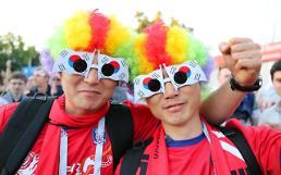 """.韩国队世界杯首场比赛今日举行 4万名""""红魔""""上街应援."""