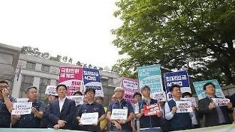 [포토] 헌법재판소 앞에서 열린 최저임금법 기자회견