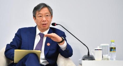 中증시 폭락에 화들짝…인민은행 총재 경제 자신감