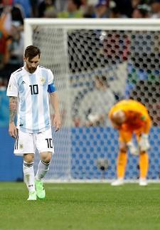 [월드컵] '동네축구 전락' 아르헨티나의 굴욕…메시는 그림자였다