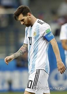 [월드컵] 호날두는 16강으로, 메시는 공항으로 아르헨티나 팬들 뿔났다