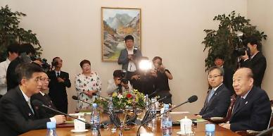 .Koreas hold talks on arranging reunion of separated families in August.