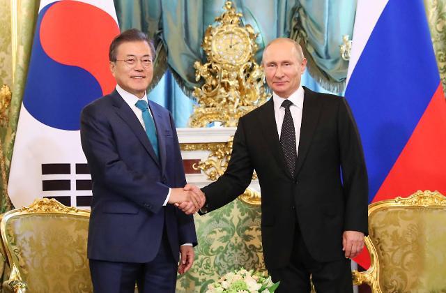 文在寅同俄罗斯总统普京举行会谈