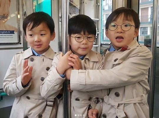 还记得三胞胎、秋小爱吗? 他们现在长这样了