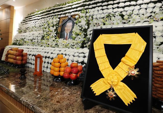 韩政府决定追授已故前总理金钟泌国民勋章