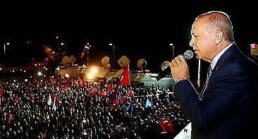 대선 압승 에르도안 터키 술탄 등극… 경제는 암울