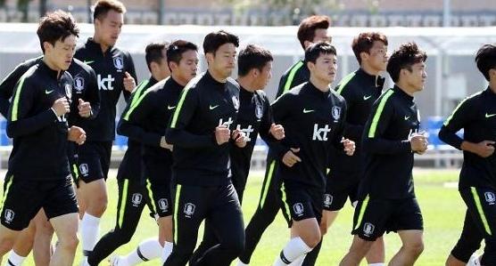 도를 넘는 축구대표팀 비난… 추방 국민청원 등장
