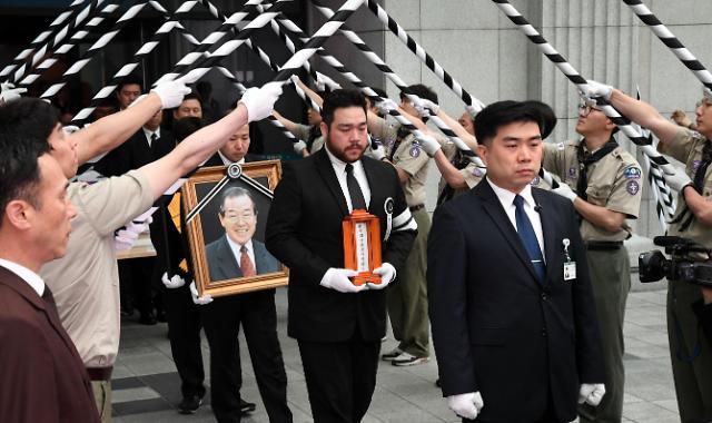 已故前韩国国务总理金钟泌遗体告别仪式举行