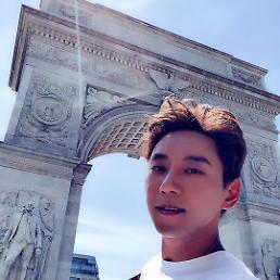 .黄致列公开纽约旅行照片 阳光帅气.