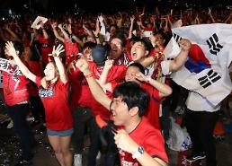 .[World Cup] Fans celebrate S. Koreas historic World Cup win over Germany.